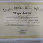 O diploma entregue pela Assembleia.